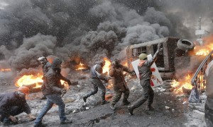 Ukrainian anti-government protesters clash with police in Kiev